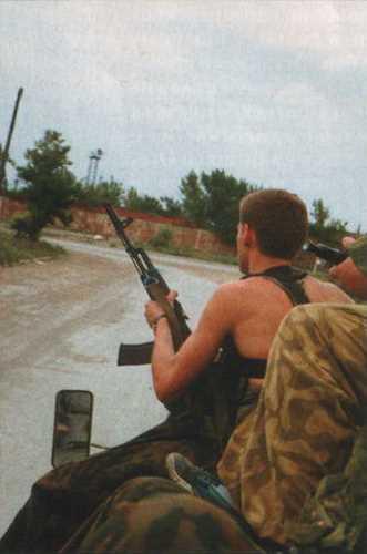 Подразделение спецназа возвращается с задания. Август 1995 г., город Грозный