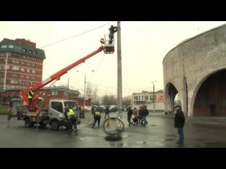 Городовой - Жители ЮАО жалуются на низковисящие электропровода