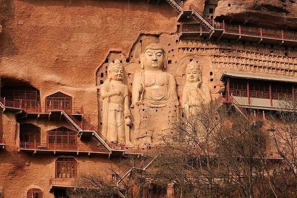 Грандиозные пещеры Майцзишань. Буддийский комплекс Майцзишань расположен в провинции Ганьсу, на северо-западе Китая. Это поразительный архитектурный комплекс, высеченный из скалы. Майцзишань