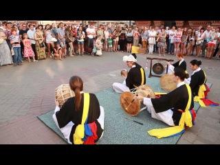 universiade Kazan. 2013년 7월 11일 카잔 유니버시아드. 바우만 거리 사물놀이 공연 (어수민)