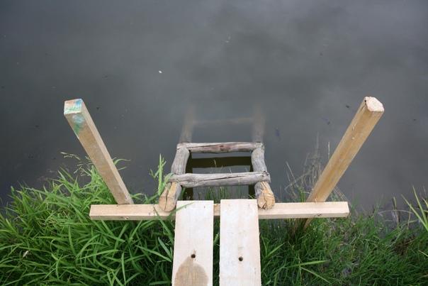 Крепенький спуск в пруд.