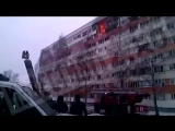 После взрыва в доме в Петербурге начался пожар