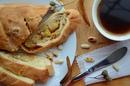 Слоёный батончик с изюмом и арахисом