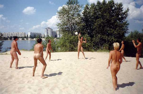 секс на волейболе для нудистов