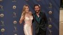 Mini-Strip nach den Emmys: Tom zieht sein Hemd für Heidi aus