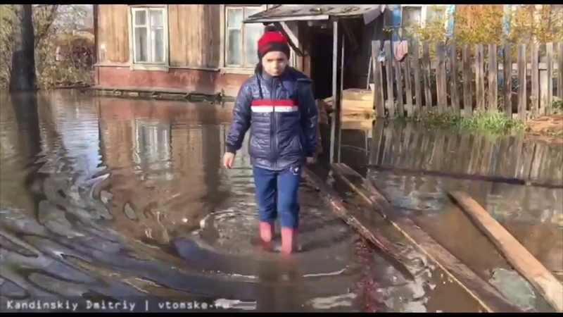 Квартиры в доме на окраине Томска заливает стоками