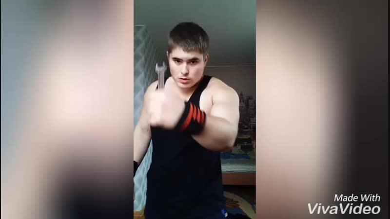 Я настоящий Богатырь реально сгибаю советский гаечный ключ 17_19 голыми руками сколько смог (18 лет) без Стеройдов