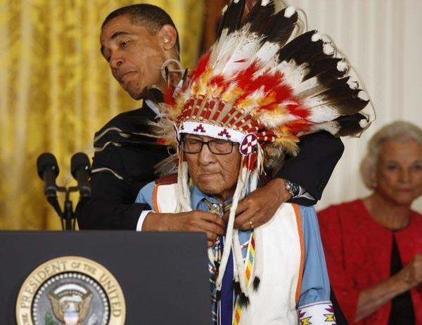 Короткая история о вожде племени крой Джо. Чтобы стать вождём индейского племени кроу, требовалось выполнить четыре обязательных условия: дотронуться до врага без убийства, завладеть оружием
