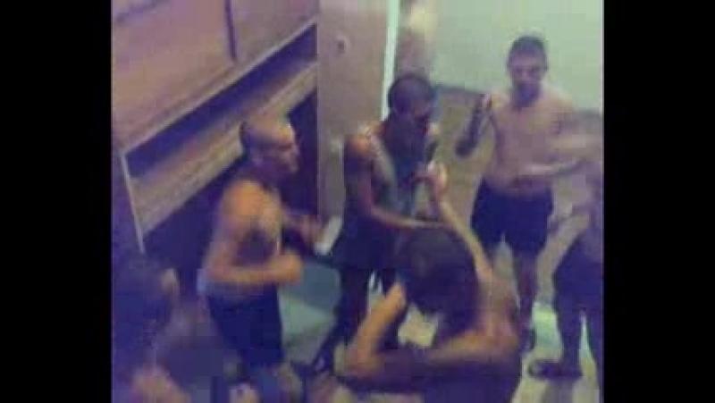 танцы в казарме