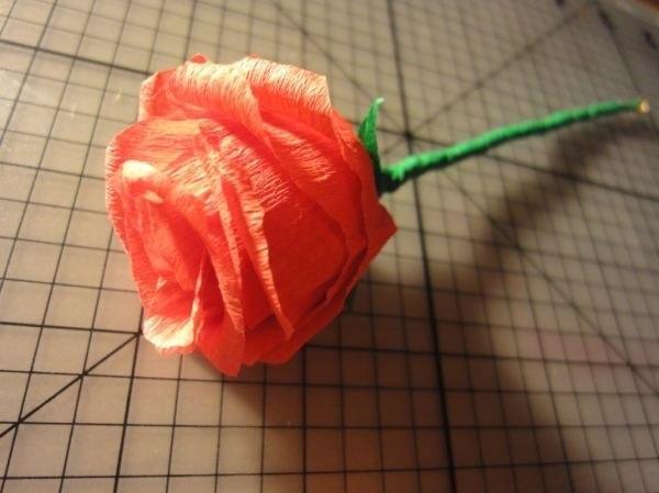 Роза из гофрированной бумаги (9 фото) - картинка