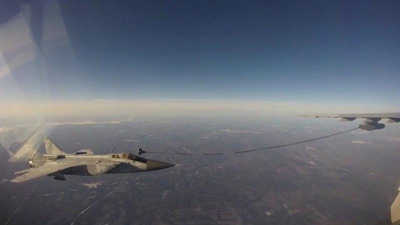Экипажи авиации ЦВО выполнили дозаправку топливом в воздухе на высоте 5000 метров