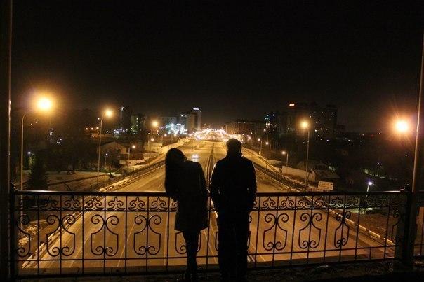 картинки парень и девушка гуляют