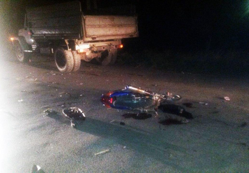 ДТП под Таганрогом в Русском колодце, мопед врезался в грузовик, пострадали два подростка