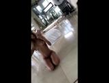 Charity Crawford голая сидит на полу