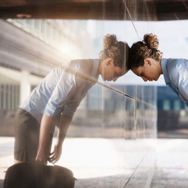 Внутри современного человека часто существует конфликт с самим собой, недовольство собой или осуждение себя. Твоя правильная часть борется с неправильной, но никак не может победить.