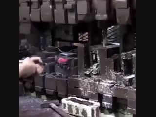 Как изготавливают топор!