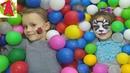 ДЕТСКИЙ ПАРК развлечений с шариками и горками Ангелина и Аня телепортировались на детскую площадку