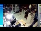 В Домодедово охранник украл в секс-шопе резиновый член
