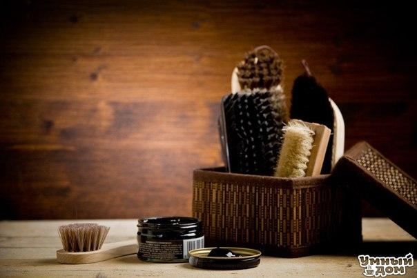 🏡✏ ПОЛЕЗНАЯ ХИТРОСТЬ ✏🏡 1. Изделия из кожи можно обновить, протерев их взбитым яичным белком. Загрязненную кожу можно мыть теплым некипяченым молоком. Цвет кожи восстановится, если смазать ее глицерином. 2. Изделиям из кожи придаст блеск кофейная гуща. Гущу нужно завернуть в шерстяную или фланелевую тряпочку и энергичными движениями протереть кожу. 3. Кожаные изделия можно чистить водой с мылом и нашатырным спиртом, а потом протереть тряпочкой смоченной касторовым маслом (или вазелином или…