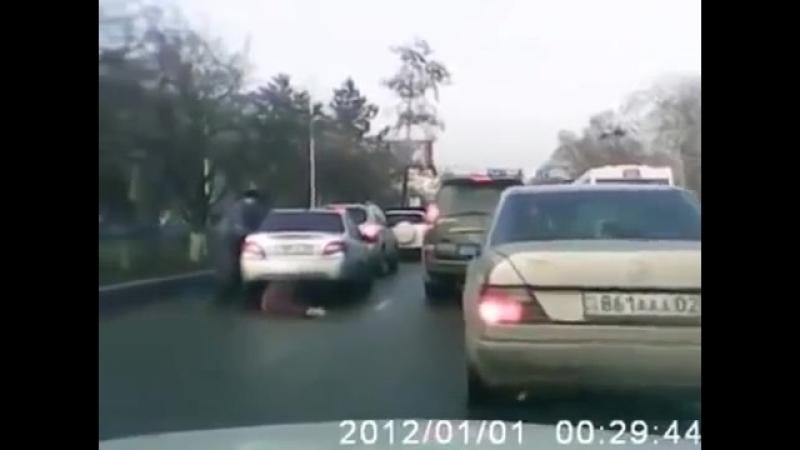 Парень наказал свою девушку за измену 18 Привязал к автомобилю