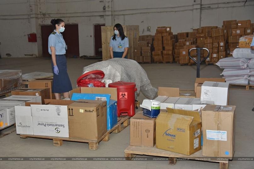 В харьковские больницы передали гуманитарную помощь для борьбы с коронавирусом