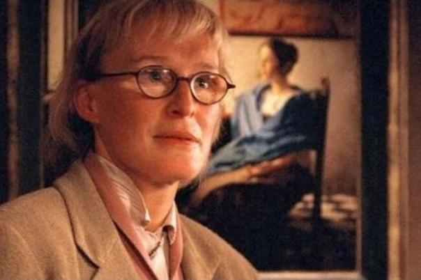 Столкновение с судьбой (Brush with Fate, 2003) Фильм, снятый по книге-бестселлеру. Роман американской писательницы Сьюзан Вриланд «Девушка в нежно-голубом» (The Girl in Hyacinth Blue)