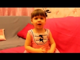 Очень смешная маленькая девочка читает с...олос,смеш (720p).mp4