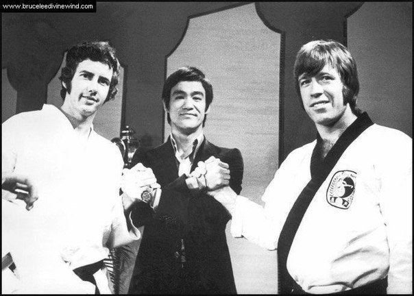 Настоящий Брюс Ли и два его ученика, справа это Чак Норрис