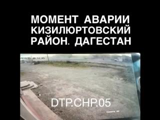 Момент аварии приоры как она заехала в стену сегодня в Кизилюртовском районе. водитель 29 лет погиб на месте