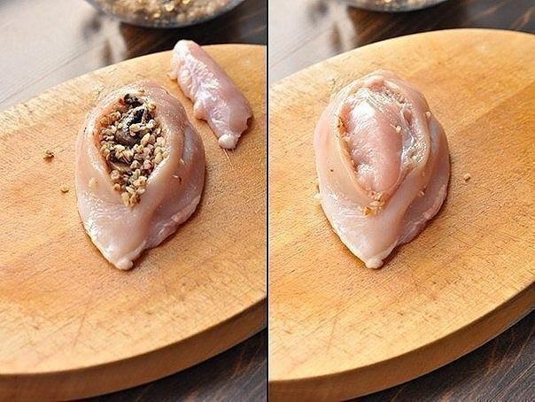 Куриные грудки фаршированные гречкой и шампиньонами, тушенные