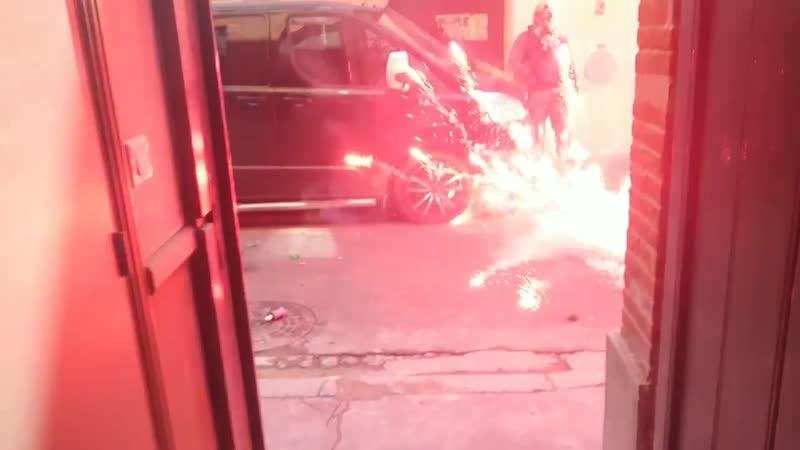 Courte vidéo pour montrer au ralenti la déflagration de deux grenades GLI F4, jetés par les forces de répression durant l'acte 2