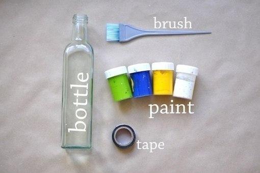 Сделать вазу из бутылки легко.