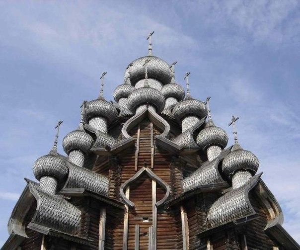 Несмотря на то что в действующей Покровской церкви проводятся службы, она считается музеем.