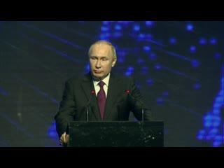 Владимир путин принял участие в церемонии открытия завода по производству легковых автомобилей «мерседес-бенц».