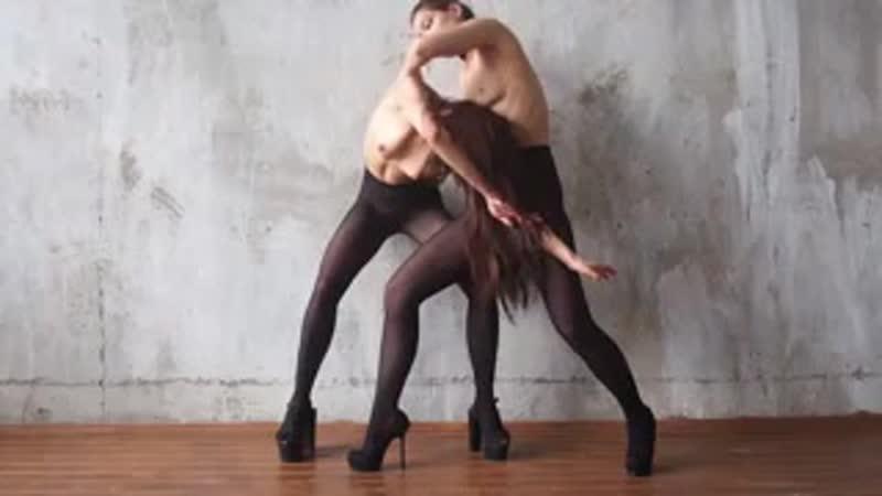 Две девушки позируют в чулках на камеру photo девушка playboy модель model you ero бдсм не секс brazzers pornhub знакомства