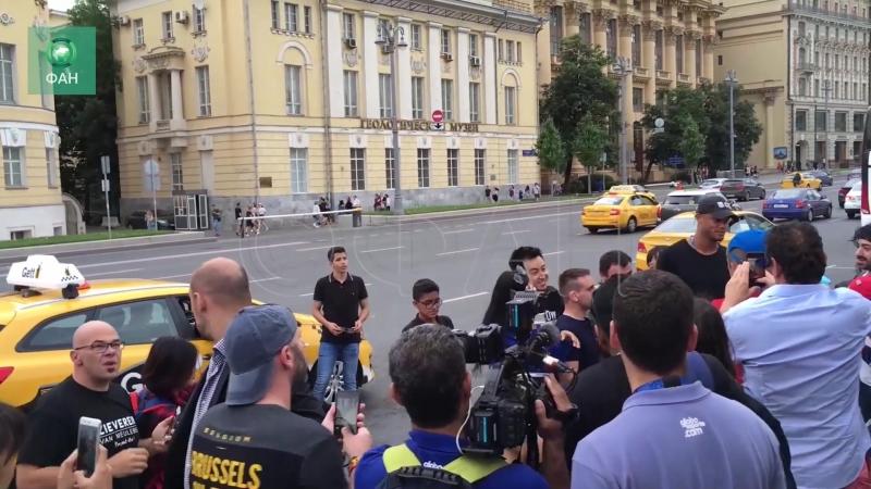 «Москва прекрасна»: защитник сборной Бельгии Компани прогулялся по центру столицы