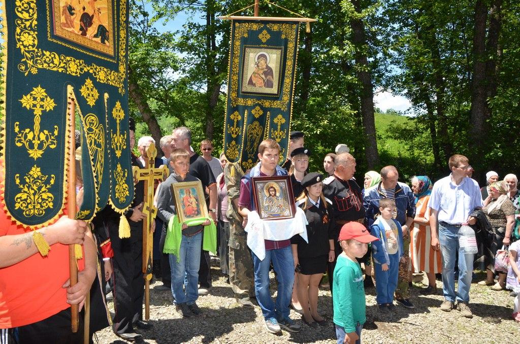 В Зеленчукском районе состоялся Крестный ход на «Романов Курган»