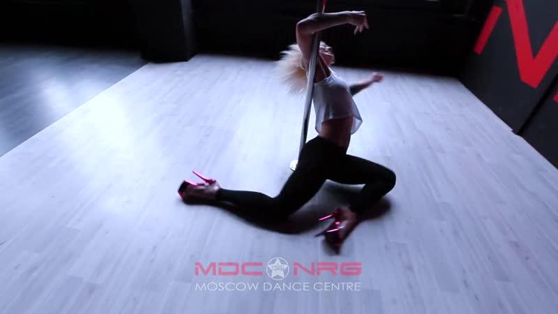 Vika Kosmina / POLE DANCE