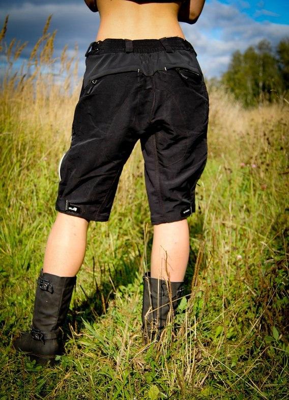 Номера шлюх фото женщин огромные жопы под ластичными шортами