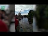 Иномарка вылетела в реку из-за открытого люка в Петербурге