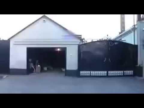 Честный чиновник При обыске у чиновника в гараже нашли мешки с деньгами