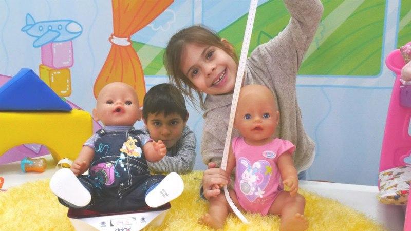 Komik video. Elis ve Mikail bebeklerin boyunu ölçüyorlar