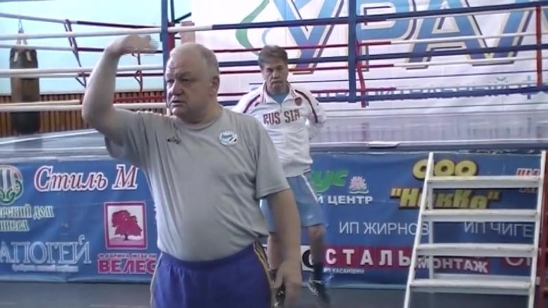 Акцентированный удар правой рукой в боксе