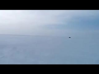 В Якутии нет дорог, есть надежда на прыжок через опасный разлом на льду (маты)
