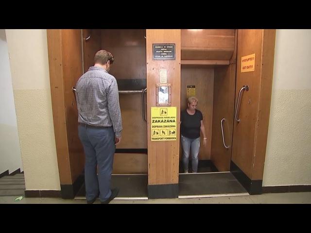 Непрерывно движущийся лифт-патерностер до сих пор работает в Праге (новости)