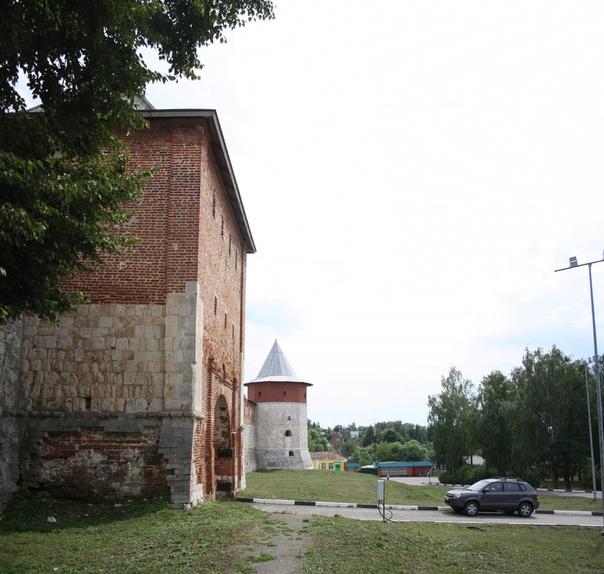 Егорьевская (с воротами) и Тайницкая башни.