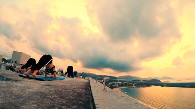 Йога на крыше Санья