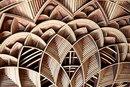 Американский художник вырезает потрясающие многослойные орнаменты из дерева.