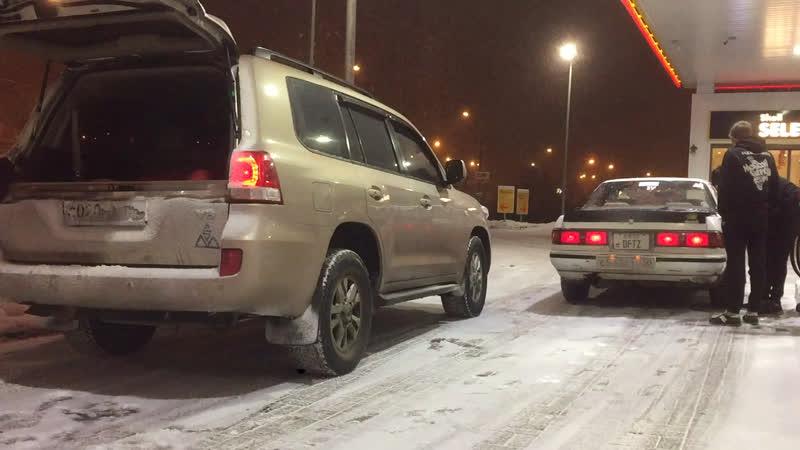 Бешеный Toyota Mark 2 gx81 залетает на бакинскую свадьбу и занимает второе место за лимузином