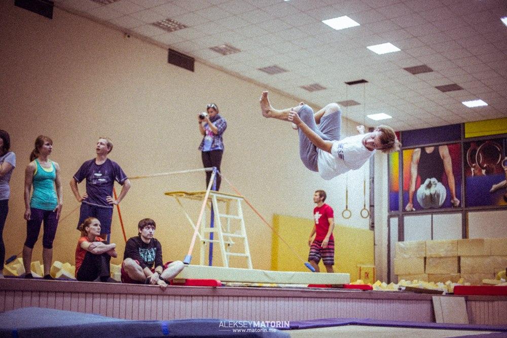 Акробатика на батуте